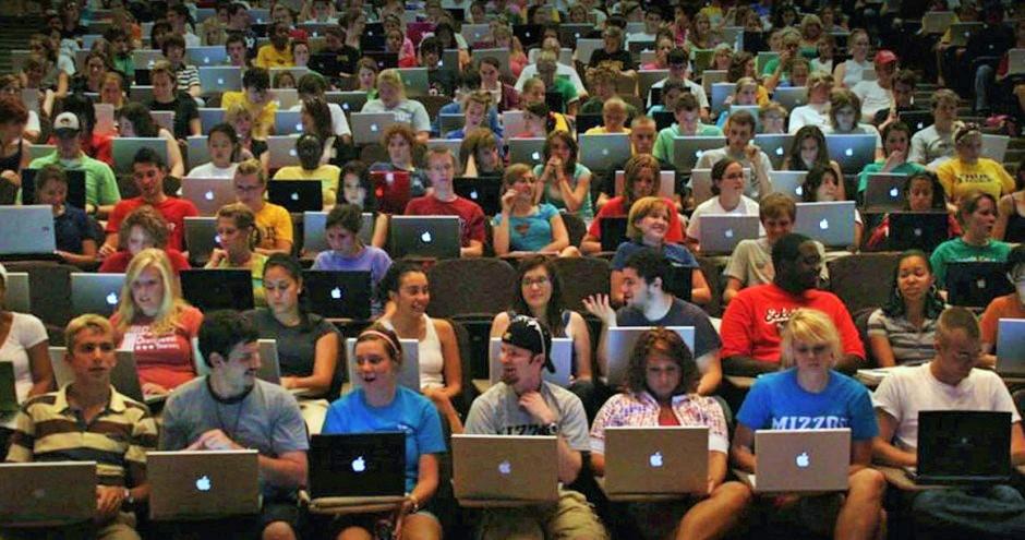 classroom-college-w-laptops0-940x495